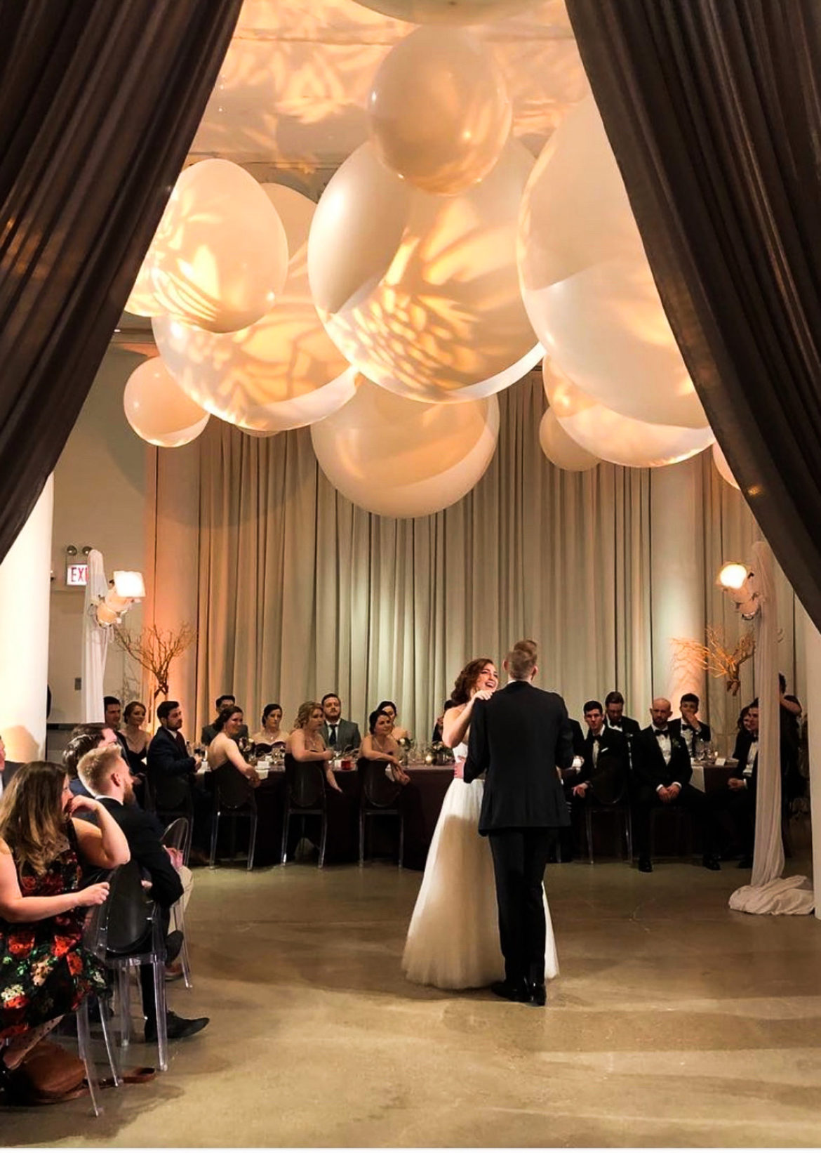 Elegant_Event_Lighting_Chicago_Chez_Wedding_First_Dance_Giant_Balloon_Chanedliers_Pattern_Lighting