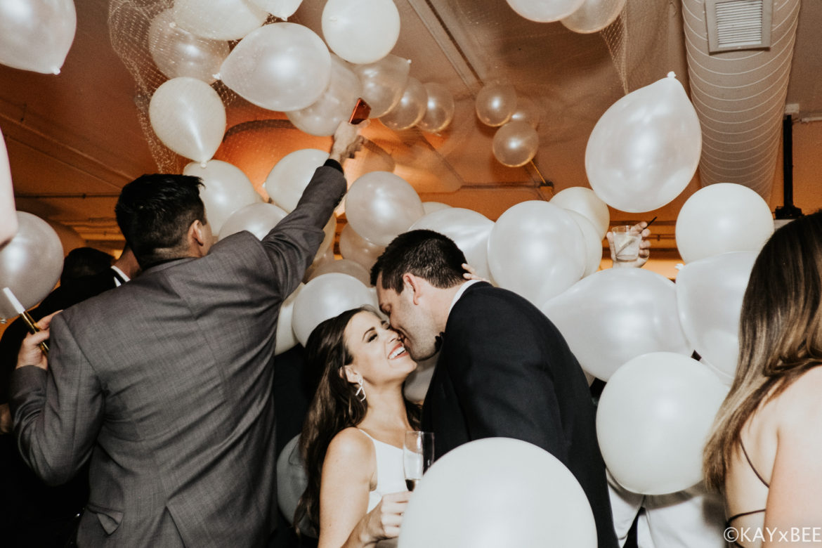 Elegant_Event_Lighting_Chicago_Room_1520_Wedding_Drop_Balloon_New_Years_Eve