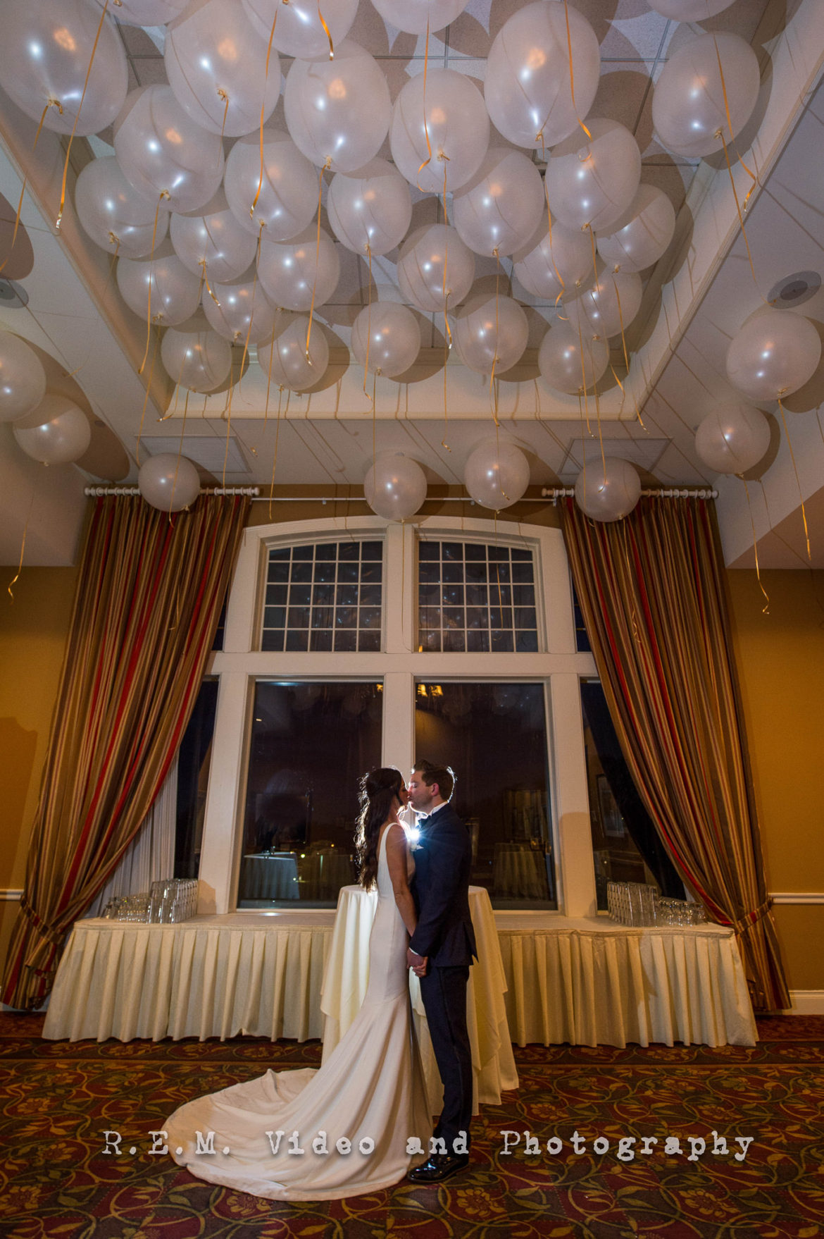 Elegant_Event_Lighting_Chicago_Arrowhead_Golf_Club_Wheaton_Wedding_Balloons_Ceiling_new_Years_Eve_WEdding