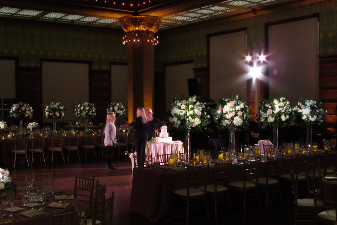 Elegant_Event_Lighting_Chicago_Art_Institute_Stock_Exchange_Wedding_Flower_Lighting