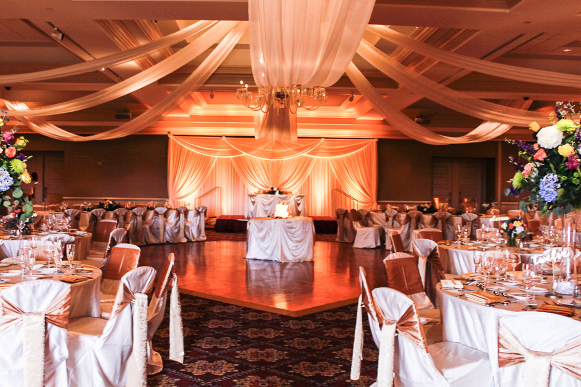 Elegant_Event_Lighting_Chicago_Bolingbrook_Golf_Club_Wedding_Ivory_Backdrop_Uplighting