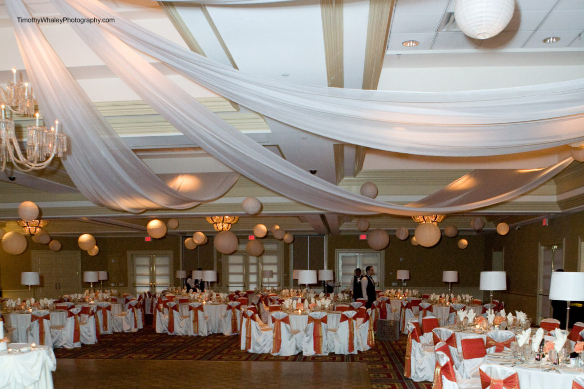 Elegant_Event_Lighting_Chicago_Bolingbrook_Golf_Club_Wedding_Paper_Lanterns_White