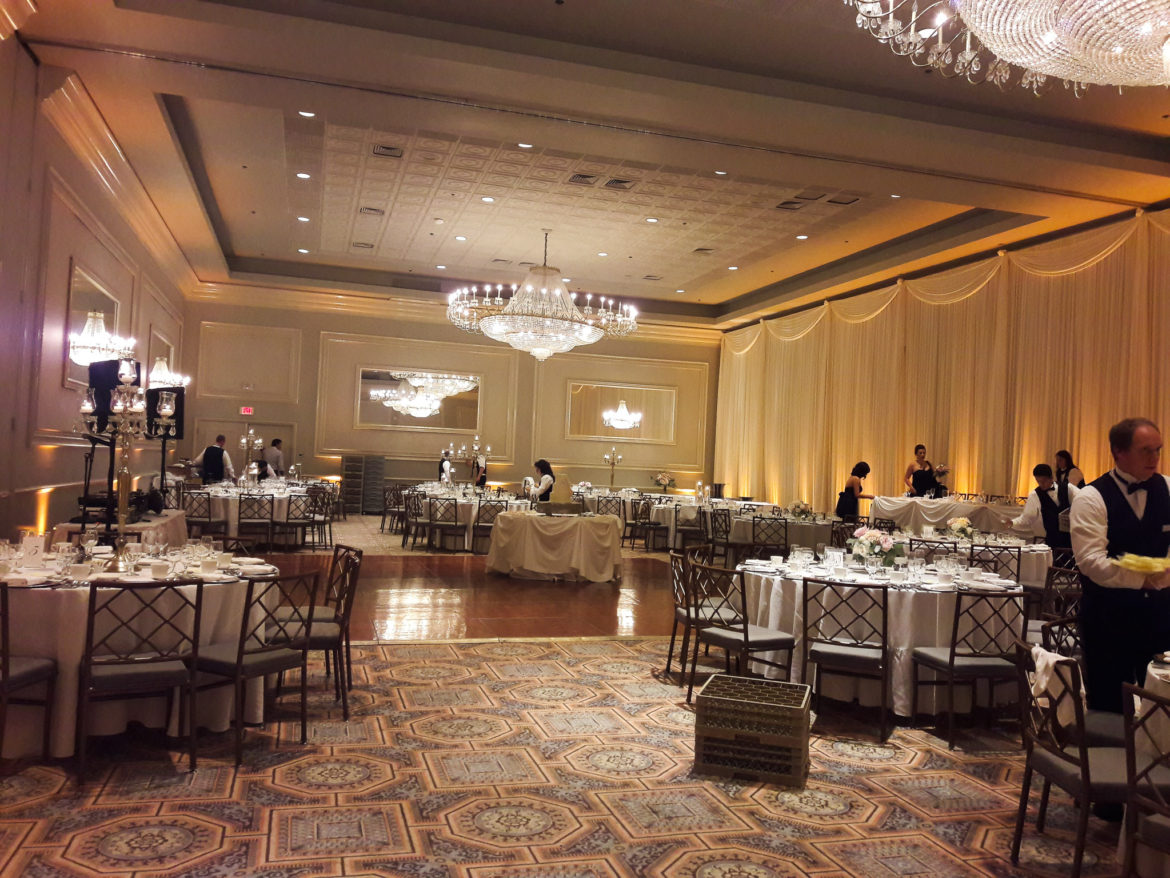 Elegant_Event_Lighting_Chicago_Drury_Lane_Oak_Brook_Wedding_Ivory_Amber_Reception