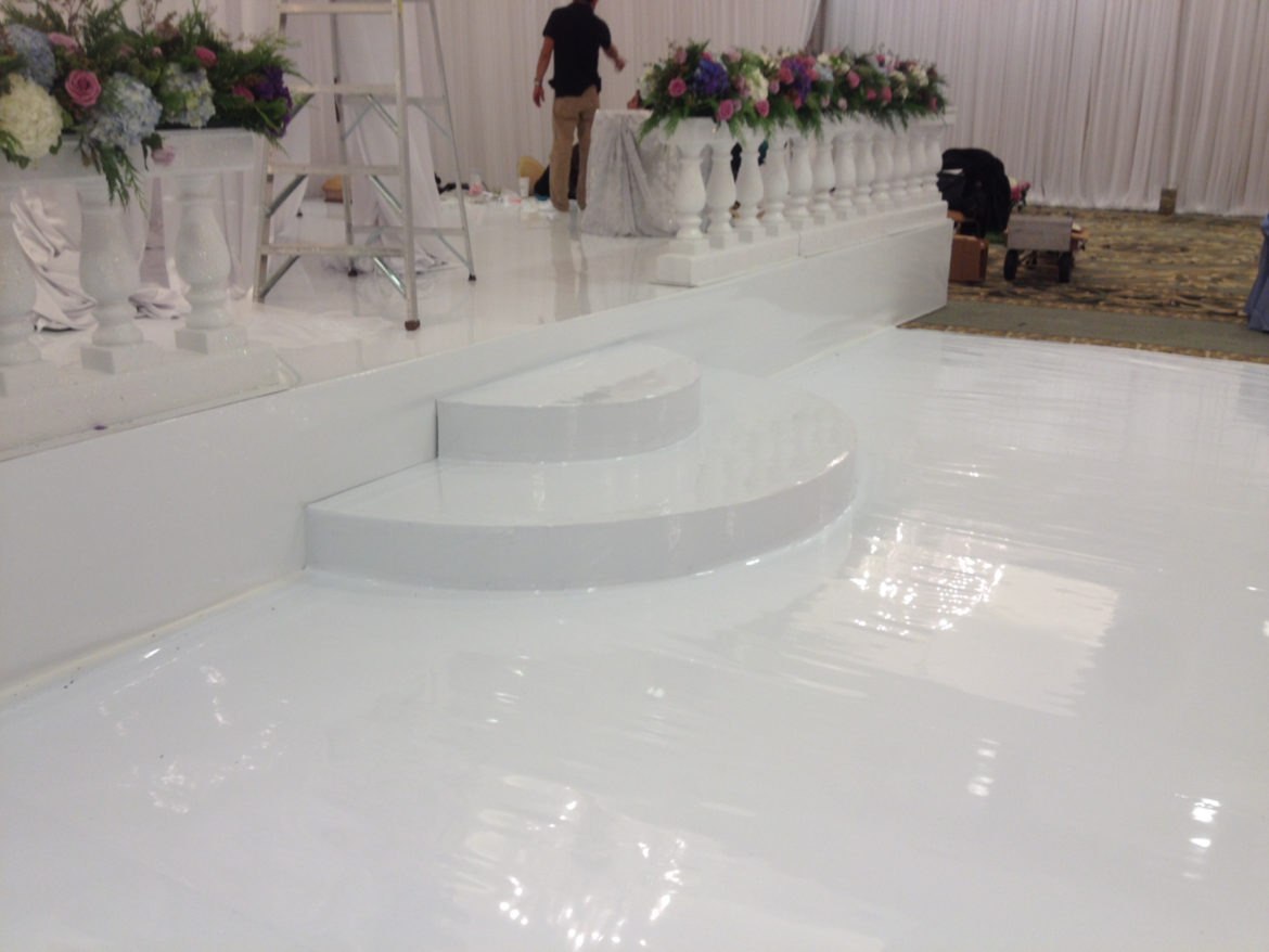 Elegant_Event_Lighting_Chicago_Four_Seasons_White_Vinyl_Steps_Stage