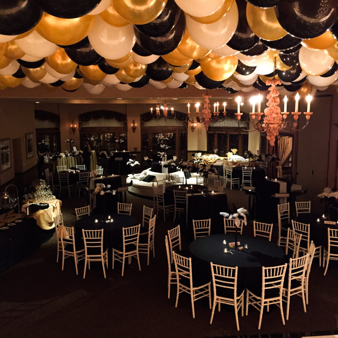 Elegant_Event_Lighting_Chicago_Herrington_Inn_Geneva_Wedding_Balloons_Gatsby_Theme_Flower_lighting