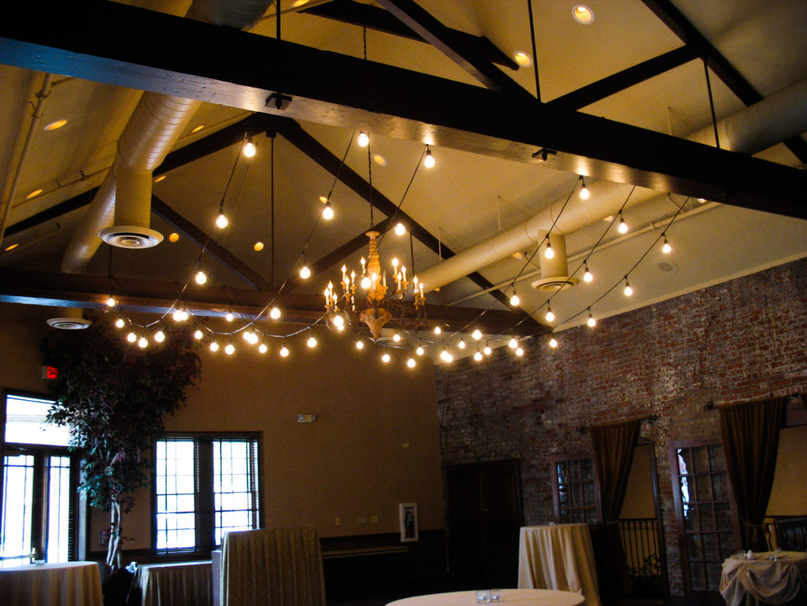 Elegant_Event_Lighting_Chicago_Herrington_Inn_Geneva_Wedding_Cafe_Globe_Lighting