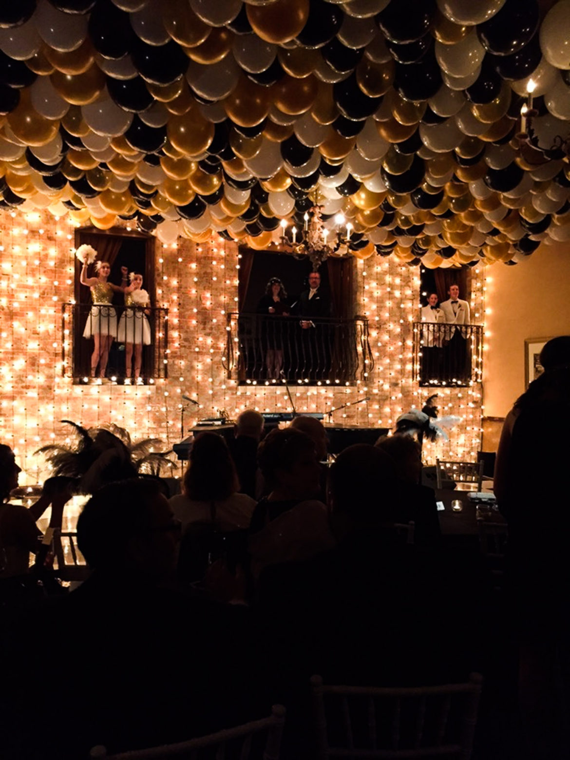 Elegant_Event_Lighting_Chicago_Herrington_Inn_Geneva_Wedding_Gatsby_Theme_Reception_Balloons_Vertical_Cafe_Lighting