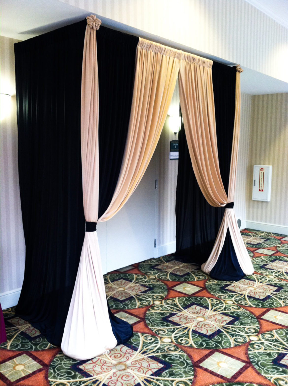 HGISTCH Drape Entrance Black Gold