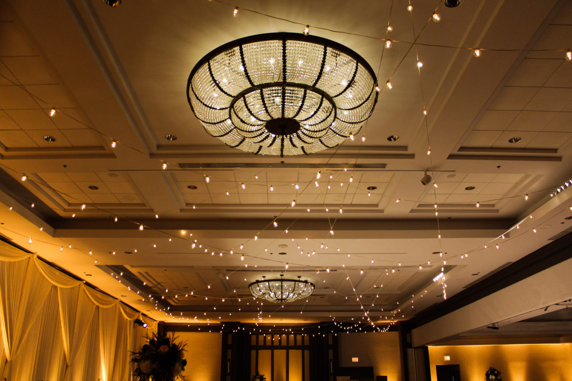Elegant_Event_Lighting_Chicago_Hilton_Oak_Brook_Wedding_Cafe_Globe_String_Ceiling
