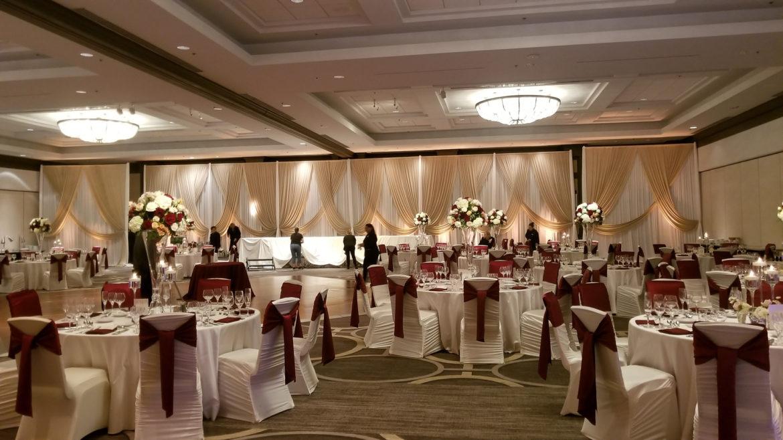 Elegant_Event_Lighting_Chicago_Hilton_Oak_Brook_Wedding_Champaign_Ivory_Backdrop_Reception