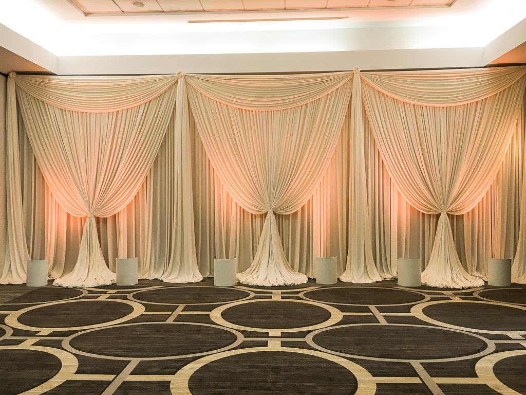 Elegant_Event_Lighting_Chicago_Hilton_Oak_Brook_Wedding_Ivory_Backdrop_Amber_Uplighting_LED