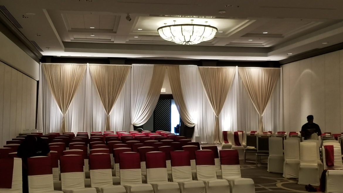 Elegant_Event_Lighting_Chicago_Hilton_Oak_Brook_Wedding_Ivory_Backdrop_Champaign_White_Uplighting
