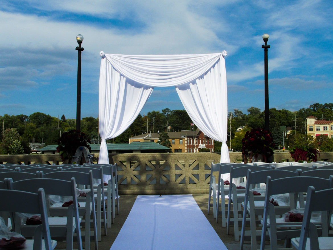 Elegant_Event_Lighting_Chicago_Hotel_Baker_St_Charles_Wedding_Outdoor_Ceremony_Arch