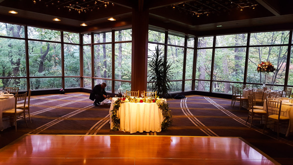 Elegant_Event_Lighting_Chicago_Hyatt_Lodge_Oak_Brook_Wedding_Sweetheart_Table_Spotlight