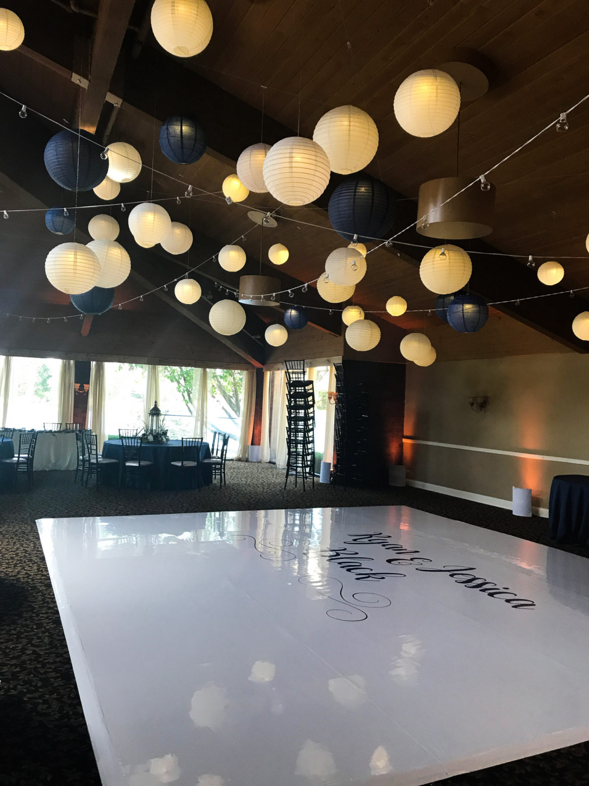 Elegant_Event_Lighting_Chicago_Kemper_Lakes_Kildeer_Wedding_Cafe_Globe_Lighting_Navy_Ivory_White_Paper_Lanterns
