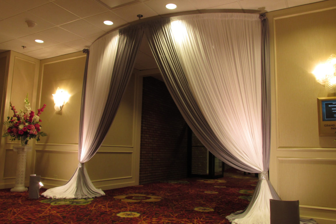 Elegant_Event_Lighting_Chicago_Marriott_Lincolnshire_Entrance_Drape_Tent