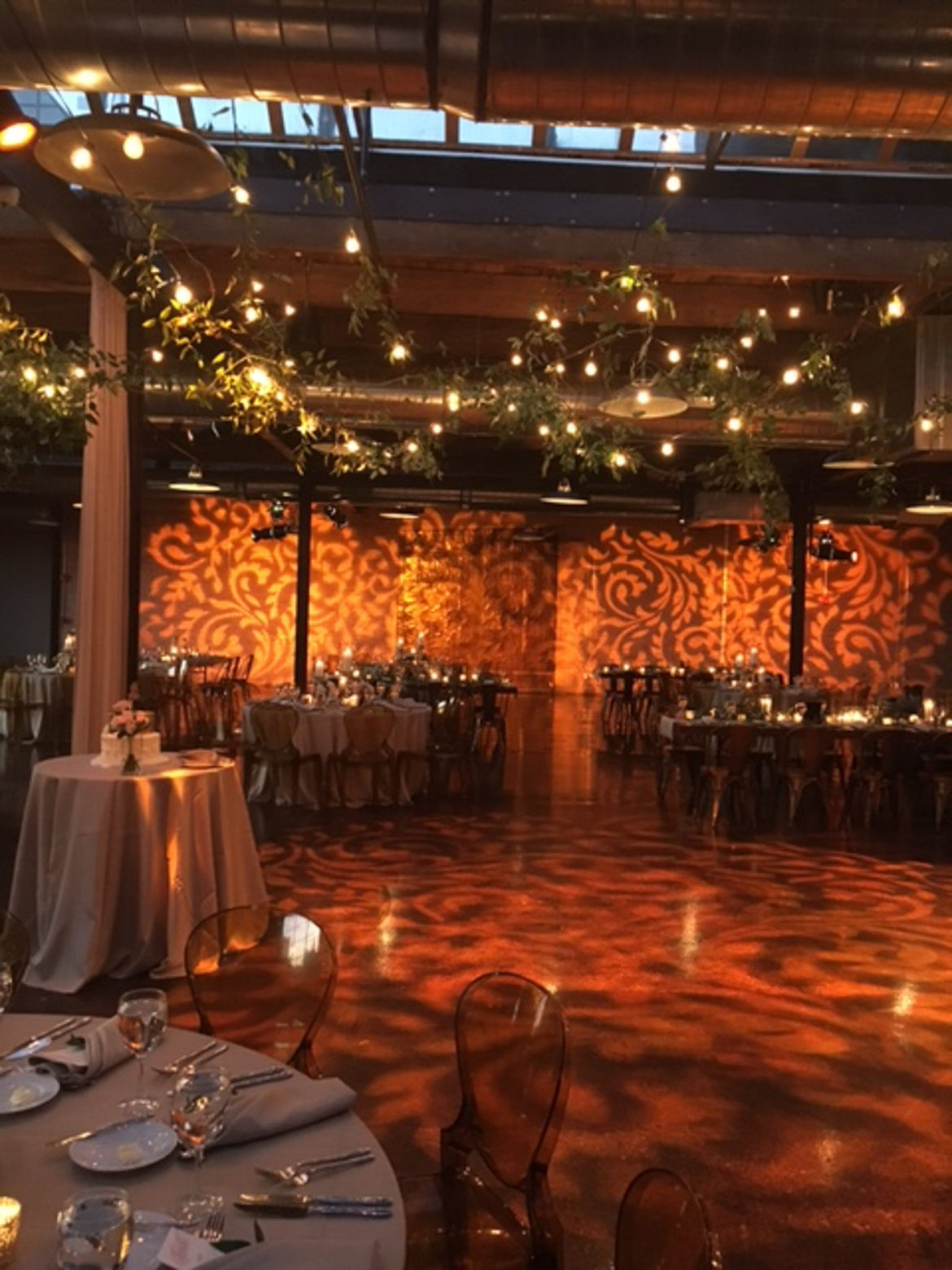 Elegant_Event_Lighting_Chicago_Morgan_Manufacturing_Wedding_Amber_Uplighting_Pattern_Lighting_Cafe_Globe_Lighting