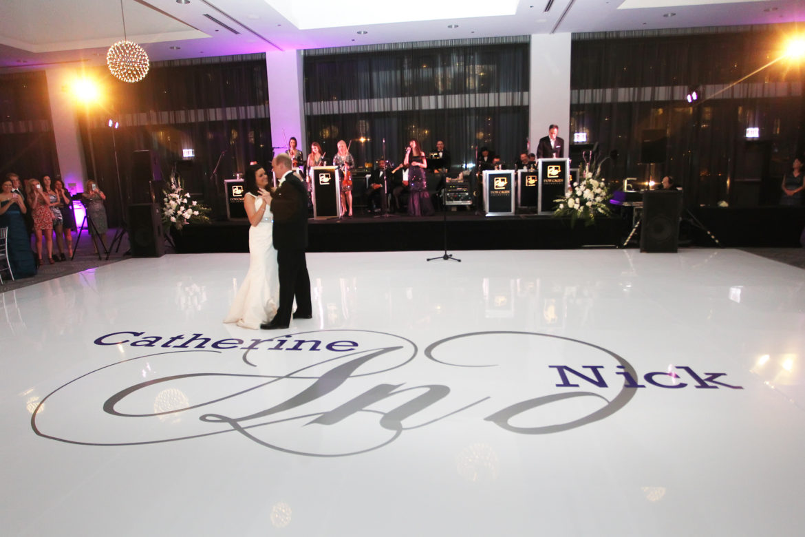 Elegant_Event_Lighting_Chicago_Radisson_Blu_Hotel_Wedding_Vinyl_White_Dance_Floor