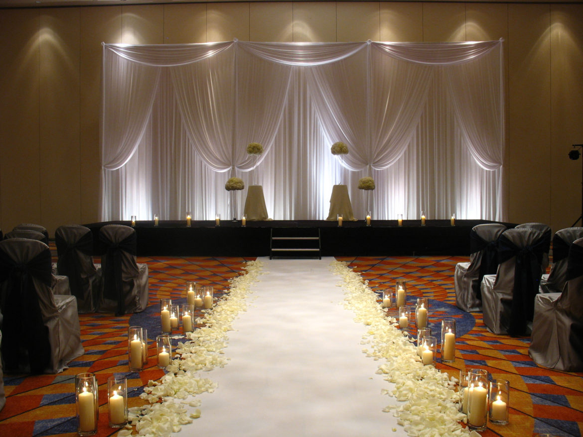 Elegant_Event_Lighting_Chicago_Renaissance_Schaumburg_Wedding_White_Backdrop_Aisle_Runner