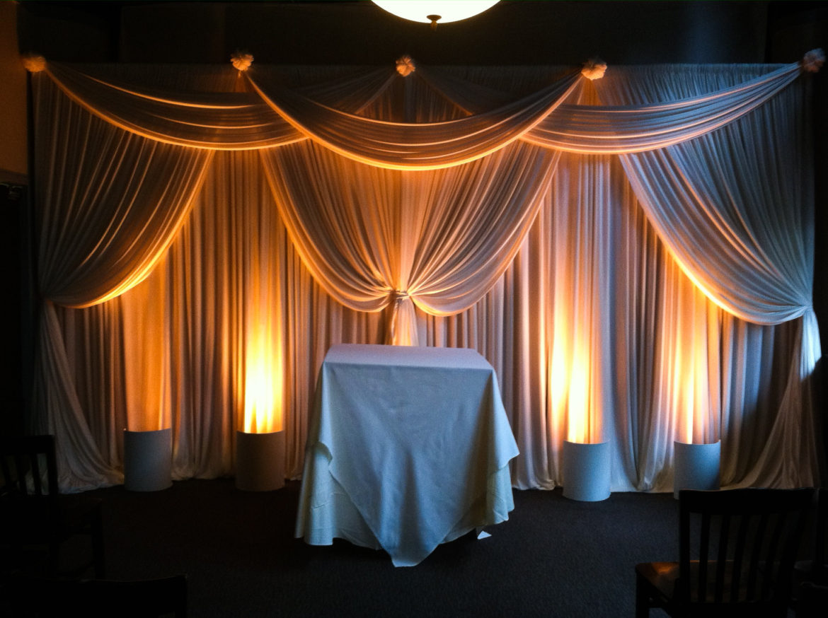 Elegant_Event_Lighting_Chicago_River_Roast_Wedding_Amber_Uplighting_Ivory_Backdrop