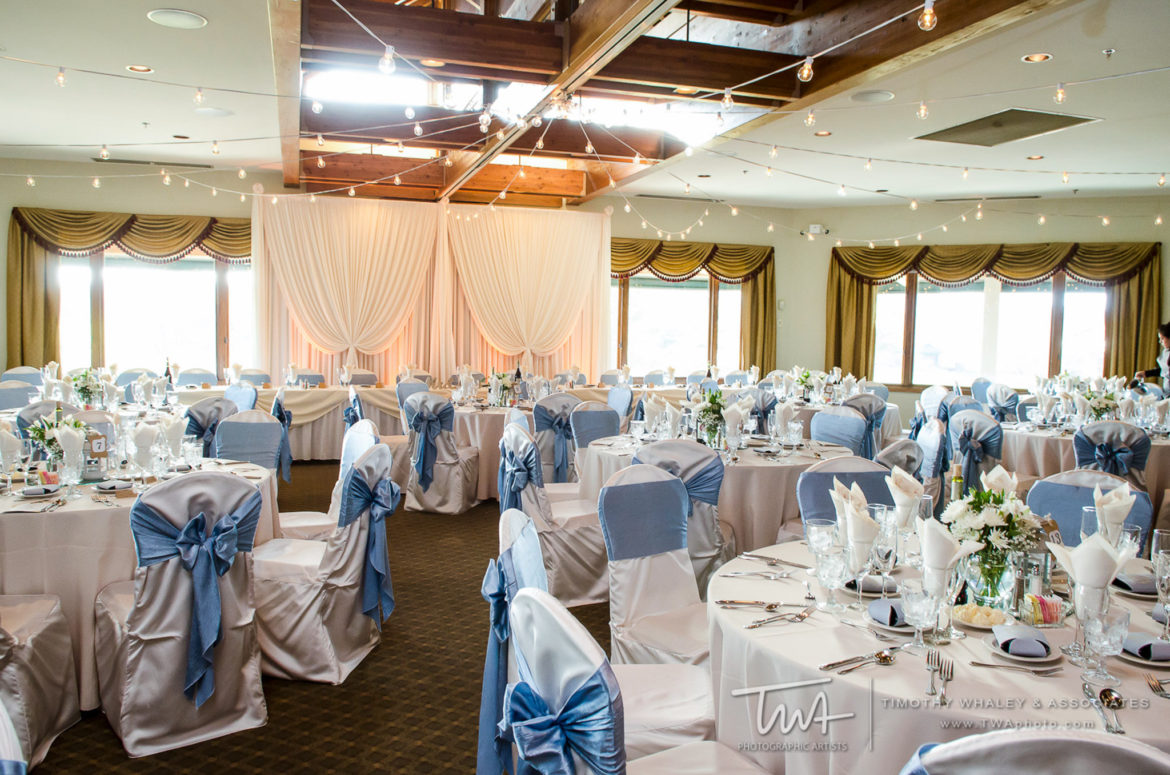 Elegant_Event_Lighting_Chicago_Seven_Bridges_Wedding_Amber_Uplighting_Ivory_Backdrop_Draping_Cafe_Globe_Lights