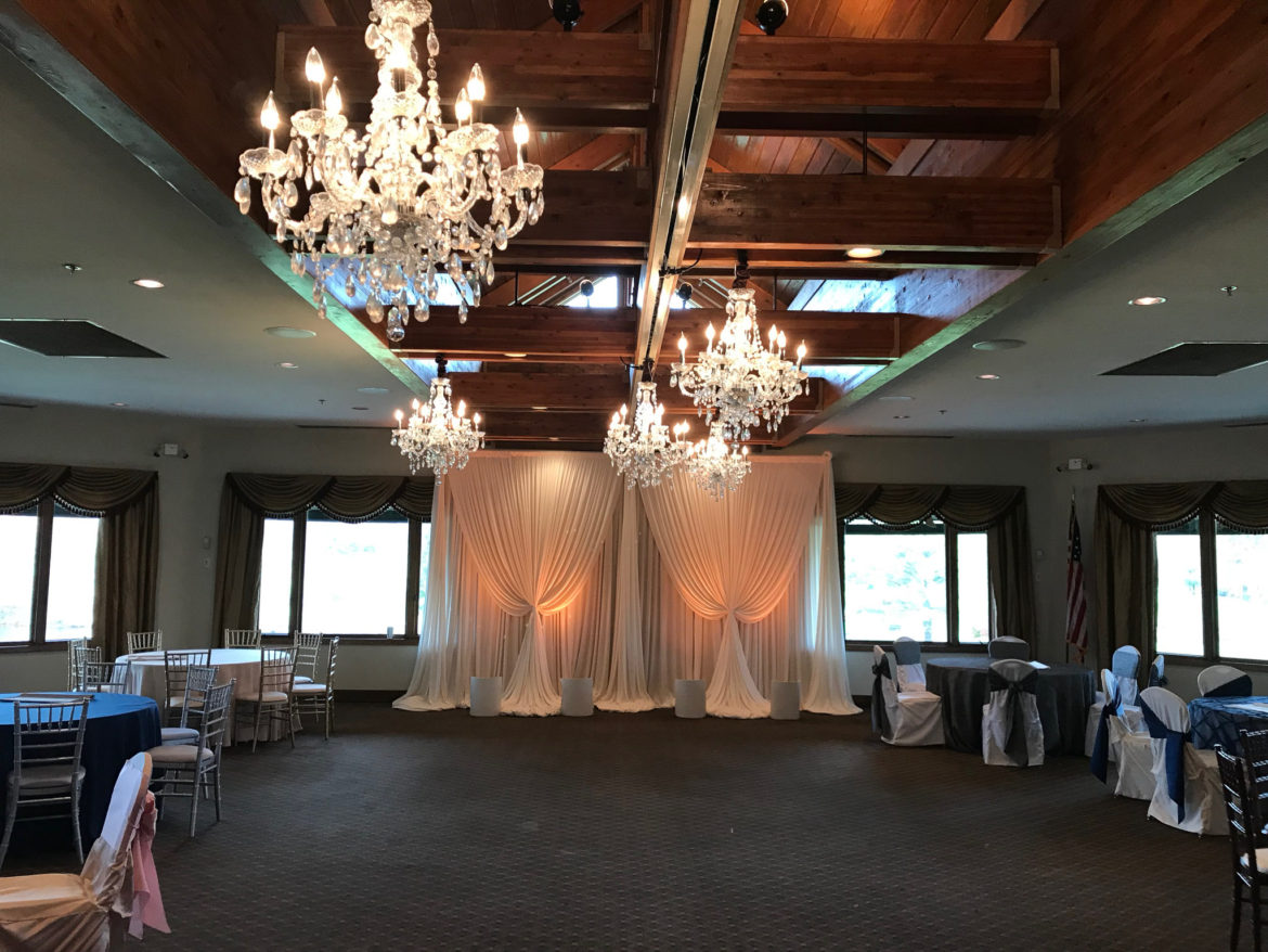 Elegant_Event_Lighting_Chicago_Seven_Bridges_Wedding_Amber_Uplighting_Ivory_Backdrop_Draping_Crystal_Chandeliers