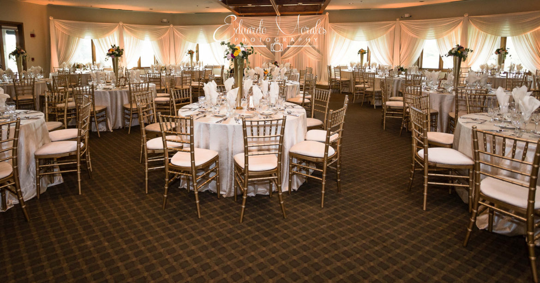 Elegant_Event_Lighting_Chicago_Seven_Bridges_Wedding_Amber_Uplighting_Ivory_Backdrop_Draping_Flower_Reception