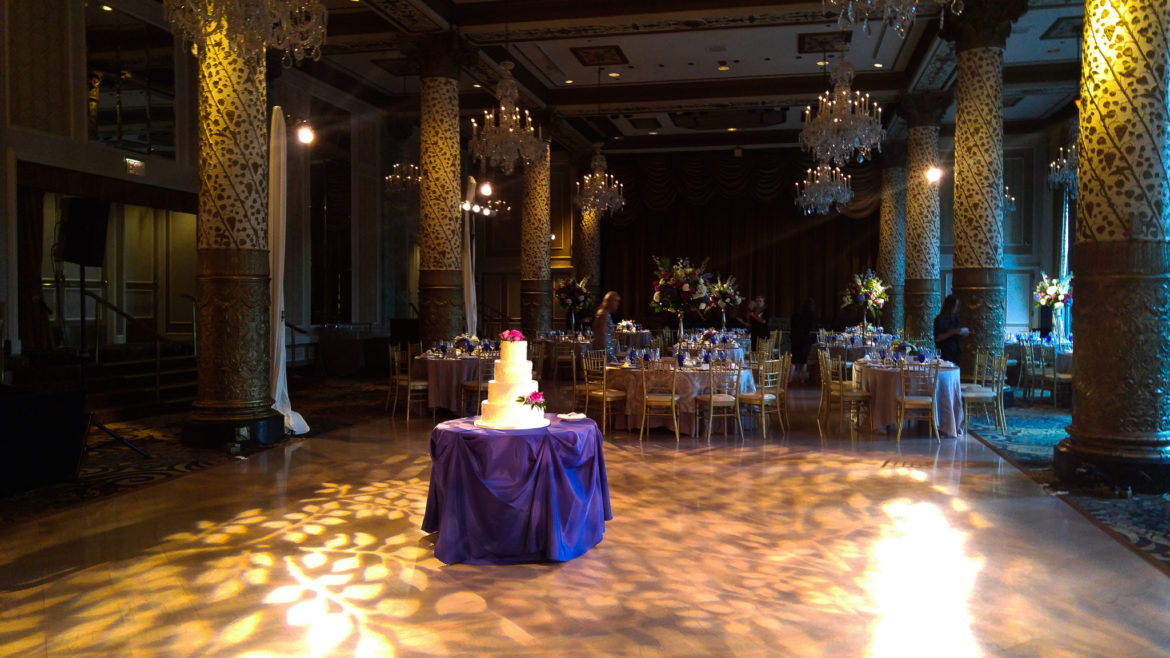 Elegant_Event_Lighting_Chicago_The_Drake_Wedding_Pattern_Lighting_Cake_Light