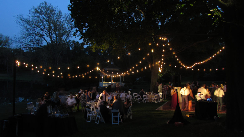 Elegant_Event_Lighting_Chicago_Wandering_Tree_Estate_Barrington_Cafe_Lighting_Outdoor