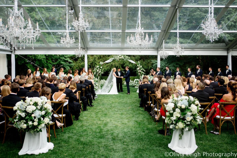 Elegant_Event_Lighting_Crystal_Chandeliers_Ceremony