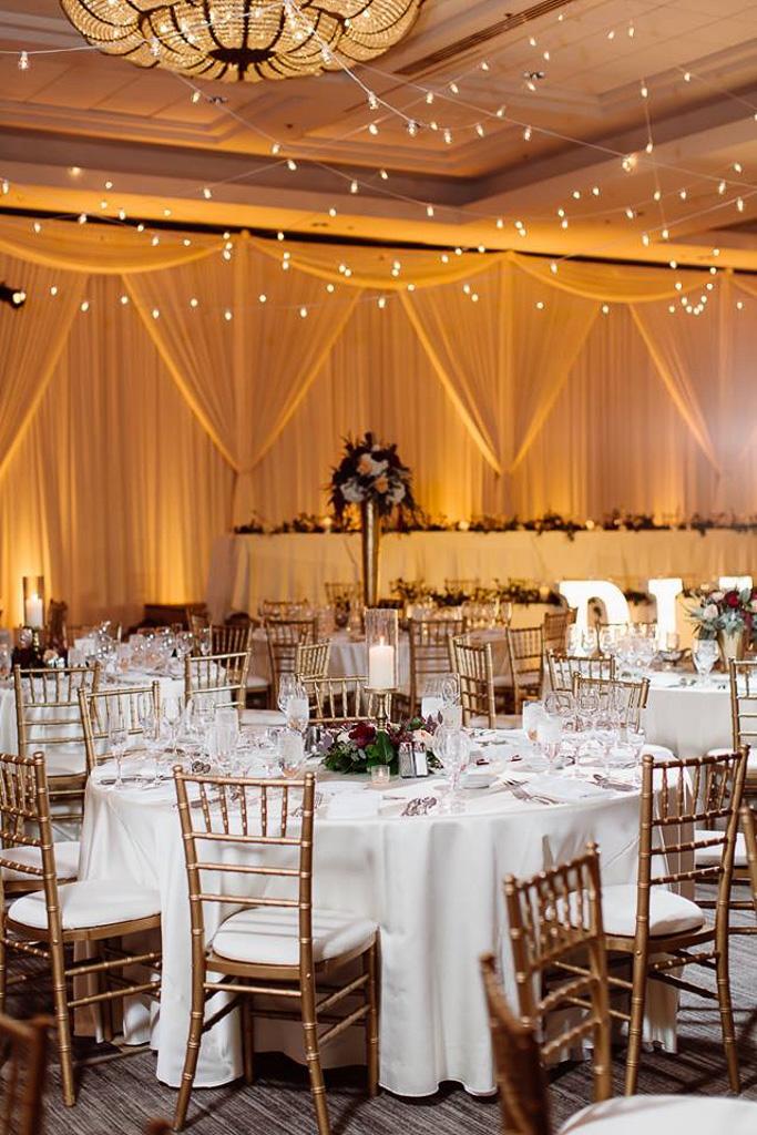 Elegant_Event_Lighting_Chicago_Hilton_Oak_Brook_Hills_Wedding_Ivory_Backdrop_Amber_Uplighting