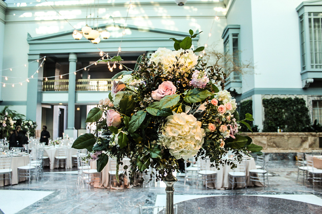 Elegant_Event_Lighting_Chicago_Wedding_Flower_Ligthing_Fleur_Harold_Washington_Library